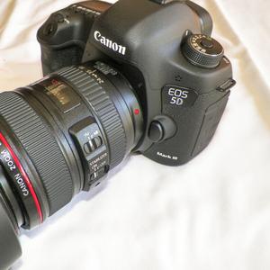 Canon EOS 5D Mark III DSLR камеры с объективом